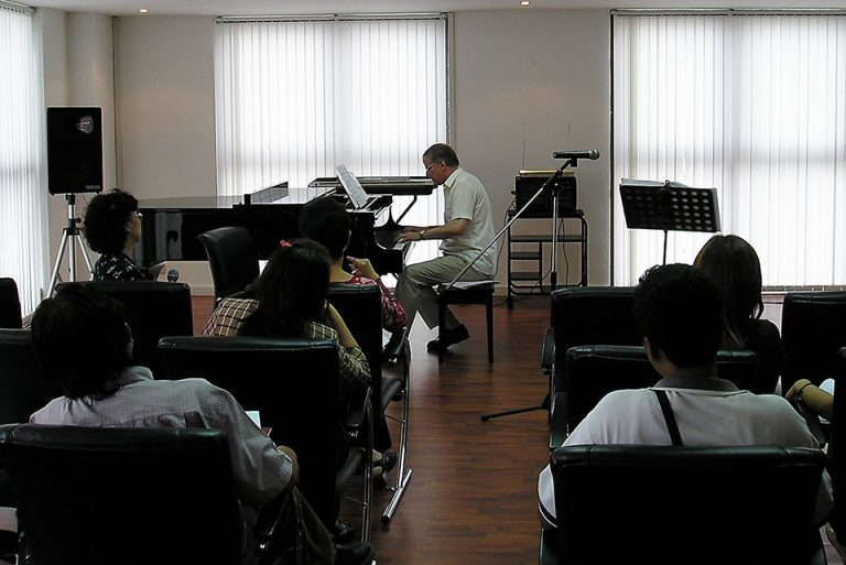 Thailand, Bangkok 15 August 2005 - LCM exam room and workshop, Peterson Music Academy